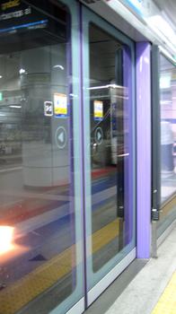 地下鉄の扉.jpg